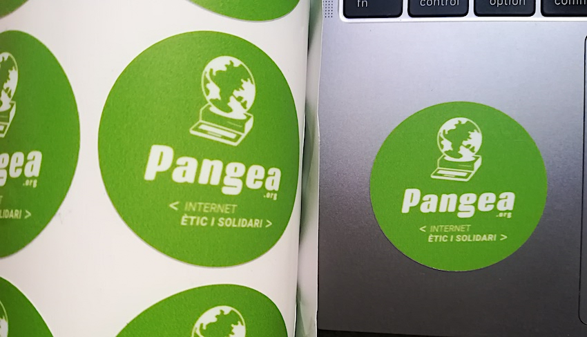 S'han imprès adhesius amb el nou logo
