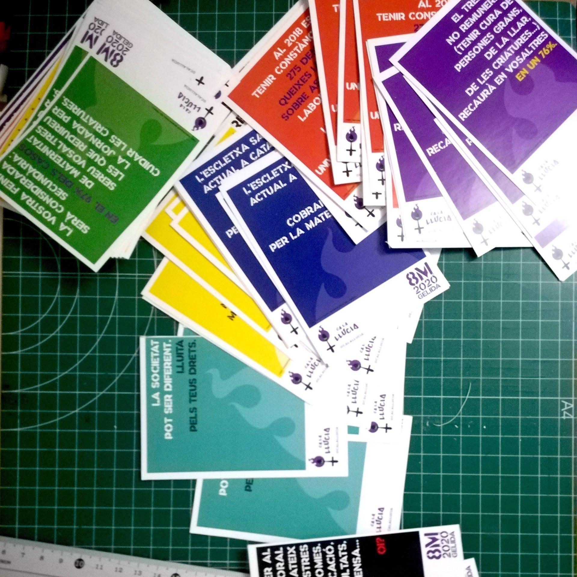 Pamflets distribuïts a l'IES Gelida en motiu del 8M